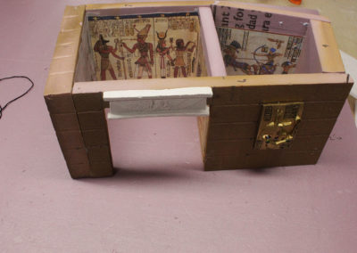 Detailing the parts of the mummification chamber that can be seen through the door when the temple top is on. The golden goddess relief on the front is a refrigerator magnet bought on Amazon.